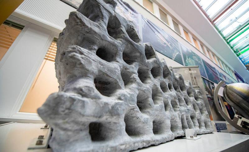 Este es el aspecto que tiene un bloque de impresión 3D usando polvo lunar simulado como materia prima