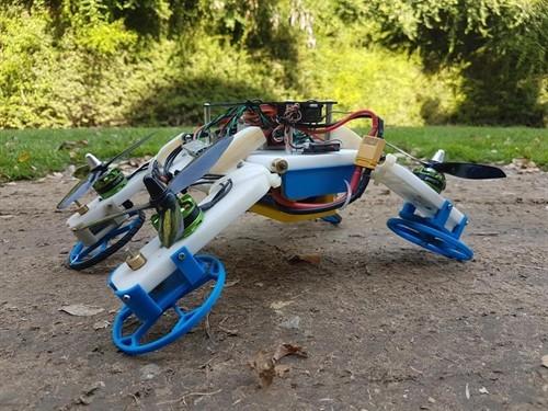 Este robot no solo vuela sino que se comprime para entrar en espacios pequeños