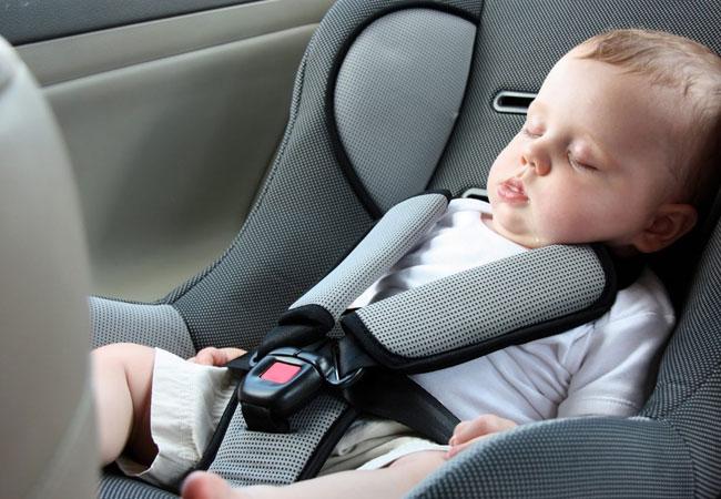 ¡Alerta! Los bebés corren riesgo de morir si duermen en el asiento del auto fuera del vehículo