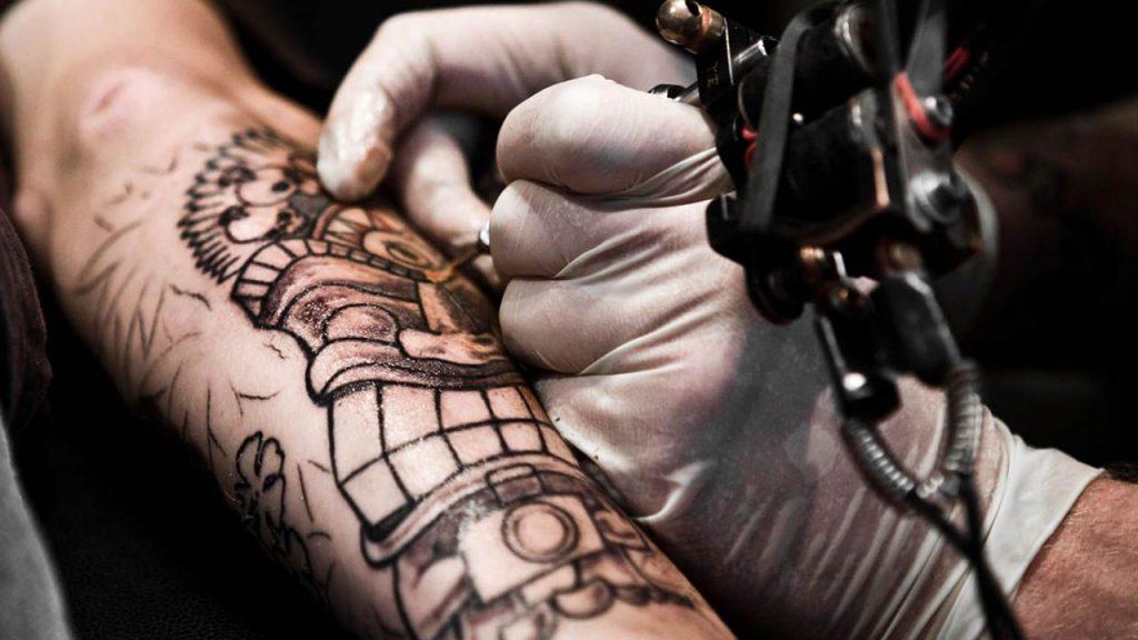 Crearon una tinta para tatuajes que cambia de color al detectar problemas de salud