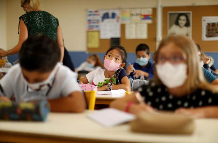 Preocupaciôn en Francia ante el retorno de los estudiantes a las aulas en medio de un aumento de la epidemia de COVID-19