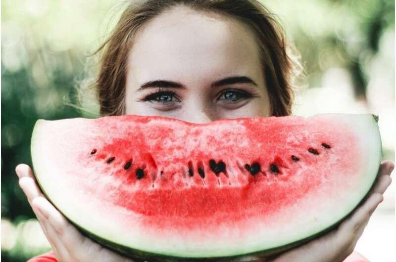El consumo de frutas y verduras y el ejercicio pueden aumentar los niveles de felicidad